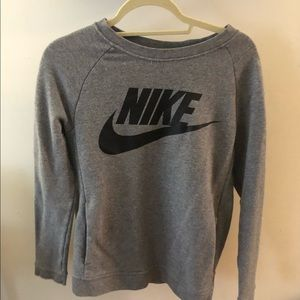 Nike sweat shirt with pockets